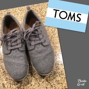 Toms gray lace up sneakers shoes 7